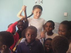 English teaching | Volunteer teaching Africa: A volunteer teaches at a school project in Kenya.