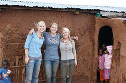 Volunteer in East Africa: Masai volunteers outside a Masai Manyatta